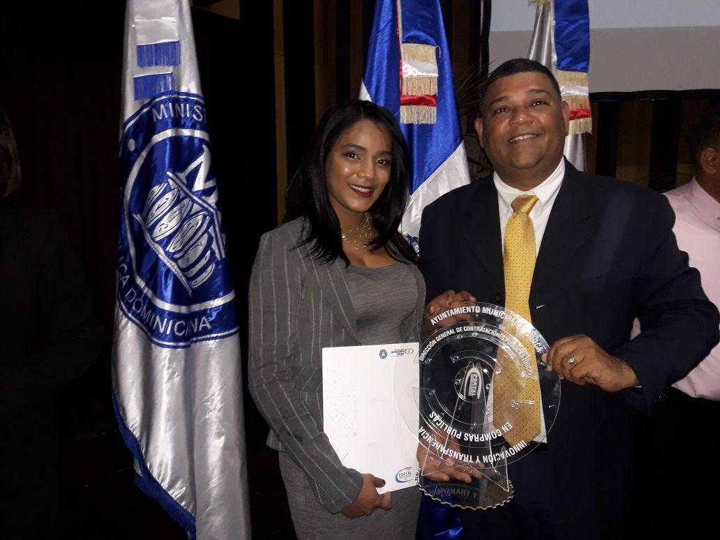 Alcaldia de Moca Recibe Premio de Compras y Contrataciones Publicas